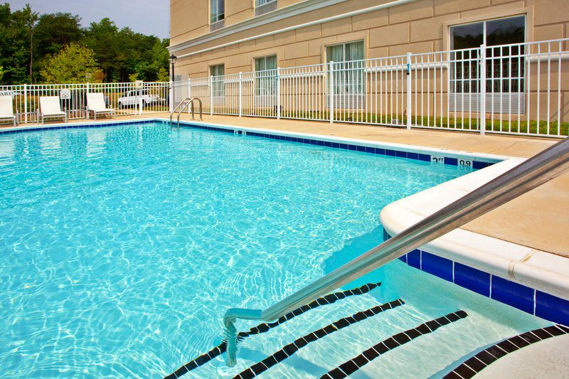Holiday inn dumfries quantico center book my reunion - Dumfries hotels with swimming pool ...