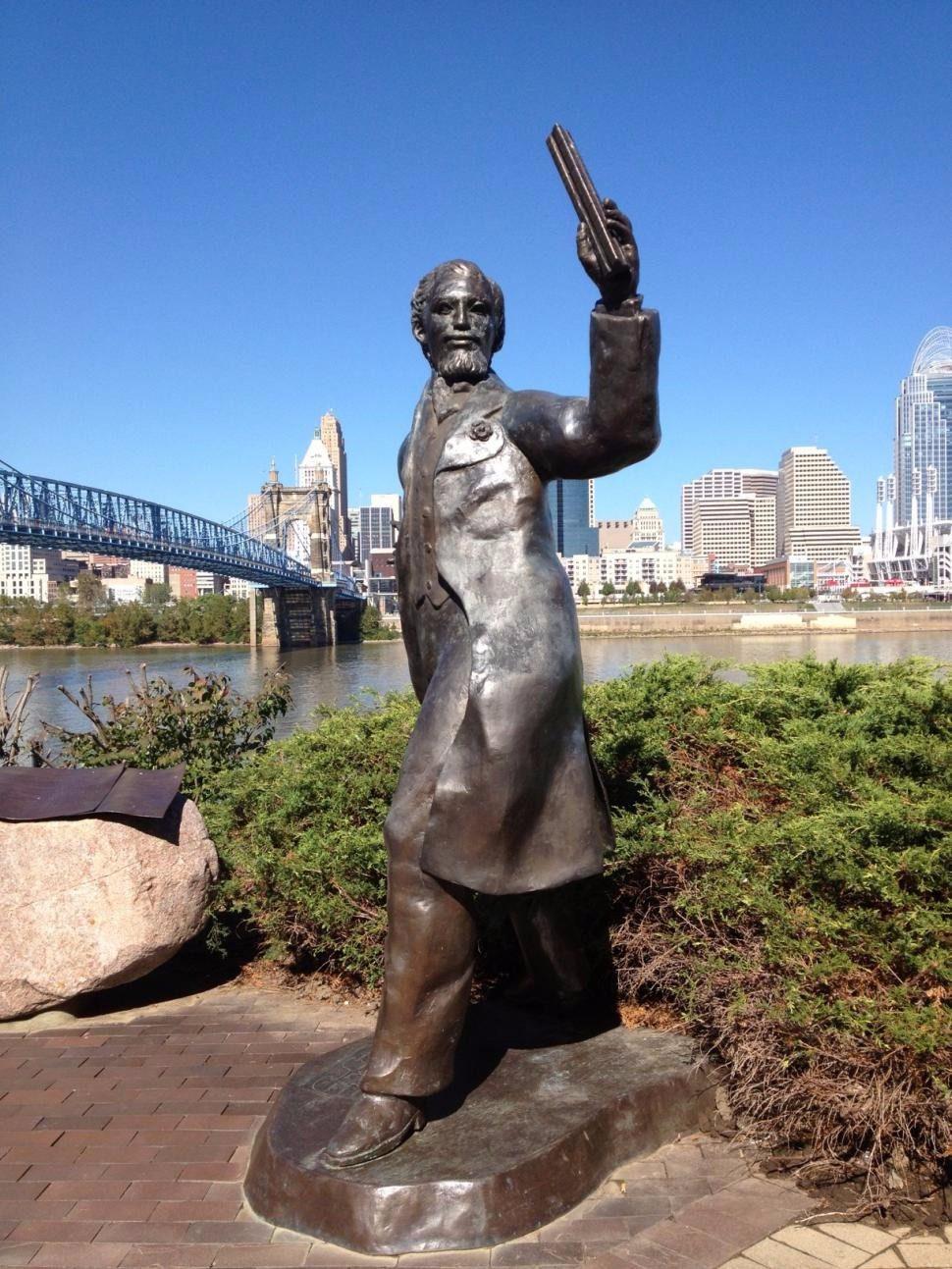 Riverwalk Statue Tour